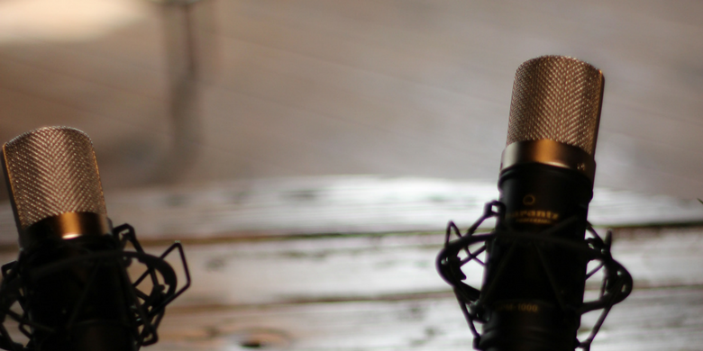 Need a few podcast tips to launch your first broadcast? It's easier than you might think to begin podcasting.